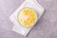 麦片粥用希脂乳 玉米粥 意大利语的开胃菜 木bac 免版税图库摄影