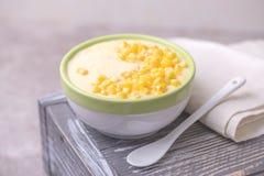 麦片粥用希脂乳 玉米粥 意大利语的开胃菜 木bac 免版税库存照片