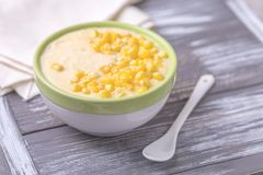 麦片粥用希脂乳 玉米粥 意大利语的开胃菜 木bac 库存照片