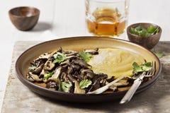 麦片粥用蘑菇 免版税库存图片