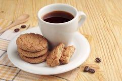 麦甜饼和咖啡杯 免版税库存图片
