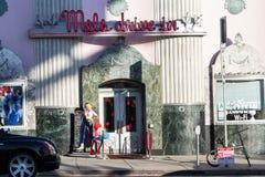 麦的免下车服务名人酒吧 免版税图库摄影