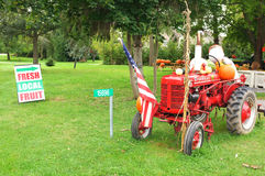 麦考密克超级的Farmall拖拉机 库存图片