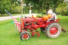 麦考密克超级的Farmall拖拉机 库存照片
