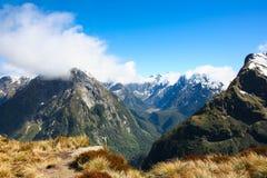 麦金农通行证山顶, Milford轨道,新西兰 库存图片