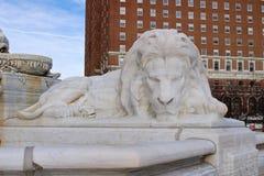麦金莱纪念碑的大理石狮子 库存照片