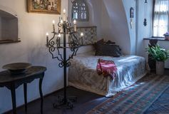 麸皮城堡的卧室的片段在麸皮城市在罗马尼亚 免版税库存照片
