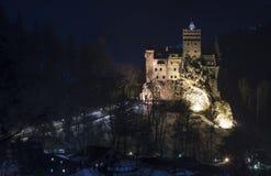 麸皮城堡罗马尼亚 德雷库拉堡垒在特兰西瓦尼亚,中世纪地标的半夜12点图象 库存图片