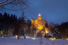 麸皮城堡,亦称德雷库拉` s城堡冬天视图  免版税库存图片