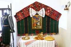 麸皮城堡,罗马尼亚传统食物桌 麸皮城堡认识更多当德雷库拉的城堡 库存图片