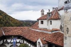 麸皮城堡-剧烈, 14世纪城堡、前皇家住所&计数在B的德雷库拉启发涉嫌的传奇的片段  库存照片