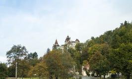 麸皮城堡-剧烈, 14世纪城堡、前皇家住所&计数德雷库拉启发涉嫌的传奇在麸皮城市 库存照片