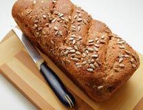 麸皮面包,洒与种子和在家煮熟 免版税库存图片