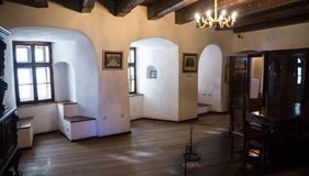 麸皮,罗马尼亚- 2016年11月19日:德雷库拉城堡内部  它是在与德雷库拉连接的几个地点中 图库摄影