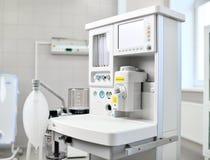 麻醉的机器和耐心监控系统麻醉工作站有透气呼吸的 免版税图库摄影