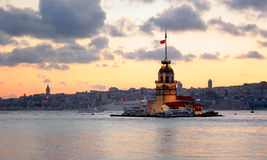 黄昏伊斯坦布尔leanders塔 库存照片