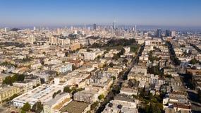 黄昏光照亮这张长的空中画象的旧金山 库存图片