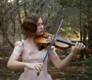 黄昏女孩小提琴 库存照片
