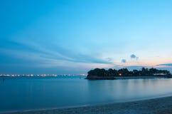 黄昏海岛小热带 免版税库存照片