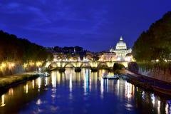 黄昏的圣保罗大教堂 图库摄影