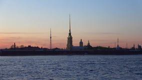 黄昏的彼得和保罗大教堂可以 桥梁okhtinsky彼得斯堡俄国圣徒 影视素材
