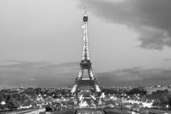 黄昏的美丽的巴黎 免版税库存照片