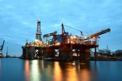黄昏的造船厂 库存图片