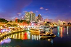 黄昏的Bayside市场在迈阿密佛罗里达 库存图片