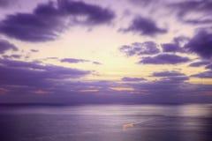 黄昏紫色海运 库存图片