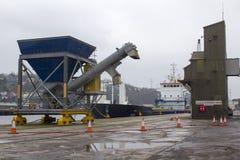 黄柏爱尔兰城市一般货物船在马耳他登记的里加准备好航行被释放她的货物在肯尼迪W 免版税库存图片