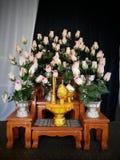 黄水仙当前檀香木开花作为最后的进贡对陛下已故的国王 图库摄影