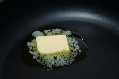 黄油热平底锅 库存图片