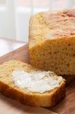 黄油玉米面包剪切了新鲜 免版税图库摄影