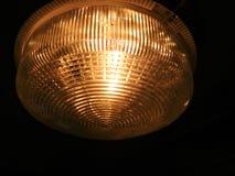 黄灯在洞或在剧烈的大气的老房子里 库存照片