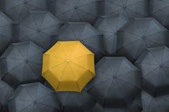黄色从人群伞架  概念领导先锋系列常设片剂 免版税库存照片