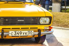 黄色俄国汽车 莫斯科 俄国 2018年4月14日 免版税图库摄影