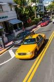 黄色出租汽车在迈阿密海滩 免版税库存图片