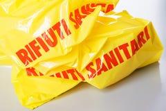 黄色医疗废袋子 库存图片