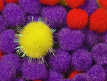 黄色发光的泡沫球 免版税库存图片