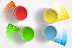 黄色四个油漆的罐头-,红色,蓝色,绿色在空白背景 库存图片
