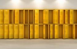 黄色学校衣物柜 免版税库存照片