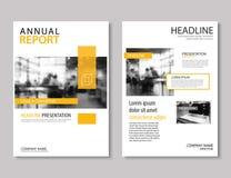 黄色年终报告小册子模板A4大小设计 可以是我们 库存例证