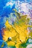 黄色抽象Handpainting iA云彩在蓝色的 免版税库存图片