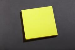 黄色柱子块附注 免版税库存图片
