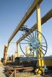黄色桥式起重机 图库摄影