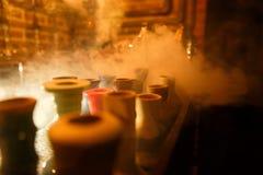 黄色烟水烟筒 免版税库存图片