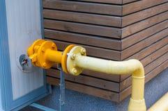 黄色煤气管 免版税库存照片