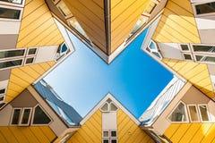 黄色立方体房子的美好的图象在鹿特丹 免版税库存图片