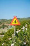 黄色红色行人交叉路标志 路标151在芬兰-行人交叉路 免版税库存图片