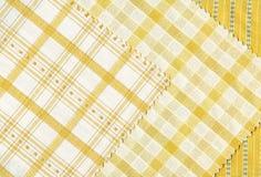 黄色纺织品范例。 库存图片